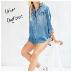 🌾 BDG Urban Outfitters Chambray button down shirt